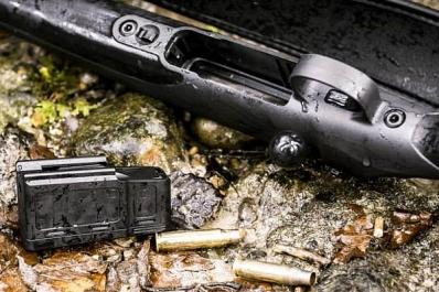 Mauser M18 on varustettu viiden patruunan irtolippaalla.